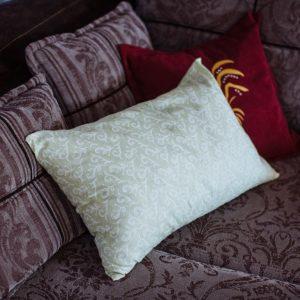 Подушка с наполнителем из плёнки ядра кедрового ореха.